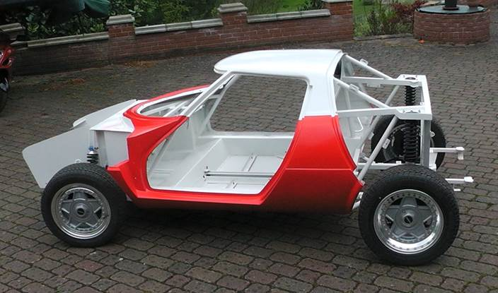 Stratos rolling chassis1 paintwork.jpg