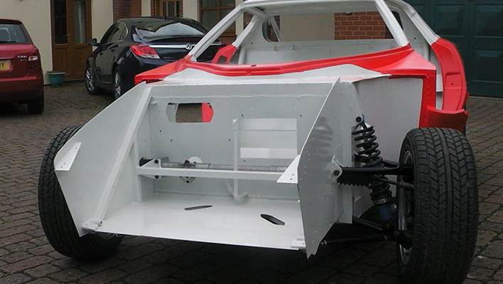 Stratos rolling chassis4 paintwork.jpg