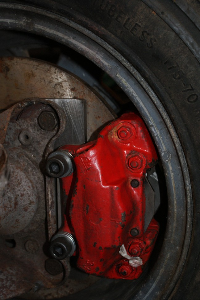 rear calliper in wheel.jpg