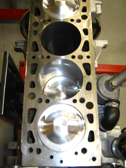 AP 124_pistons and rings (3).JPG