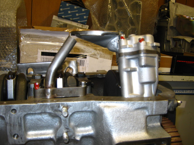 AP 124_oil pump & head (1).JPG