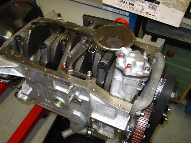 AP 124_oil pump & head.JPG