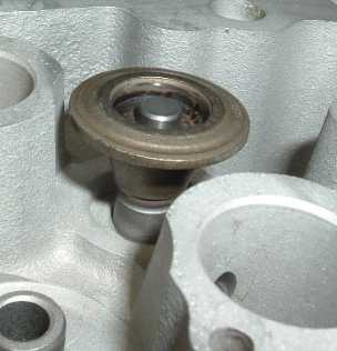 valve cap std to guide_02.JPG